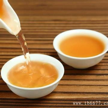 白茶的冲泡知识:你会对盖碗中的茶叶动手动脚吗?