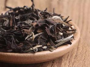 使用盖碗泡白茶,如何避免烫手?