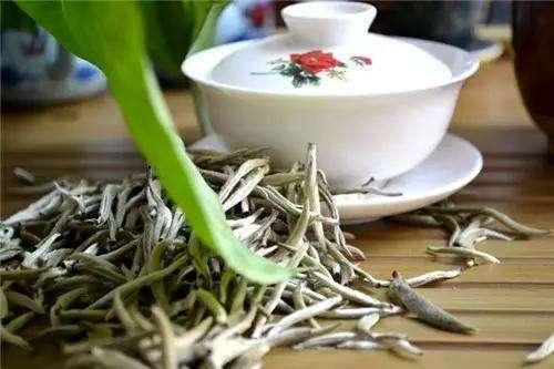 盖碗泡白茶,什么原因会造成白牡丹的苦和涩?