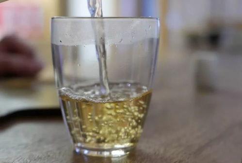 福鼎白茶泡出来的水是什么颜色