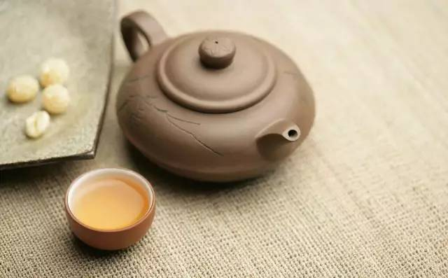 别再晒秋天的第一杯奶茶了,还是看看存白茶的这四个误区,很实用