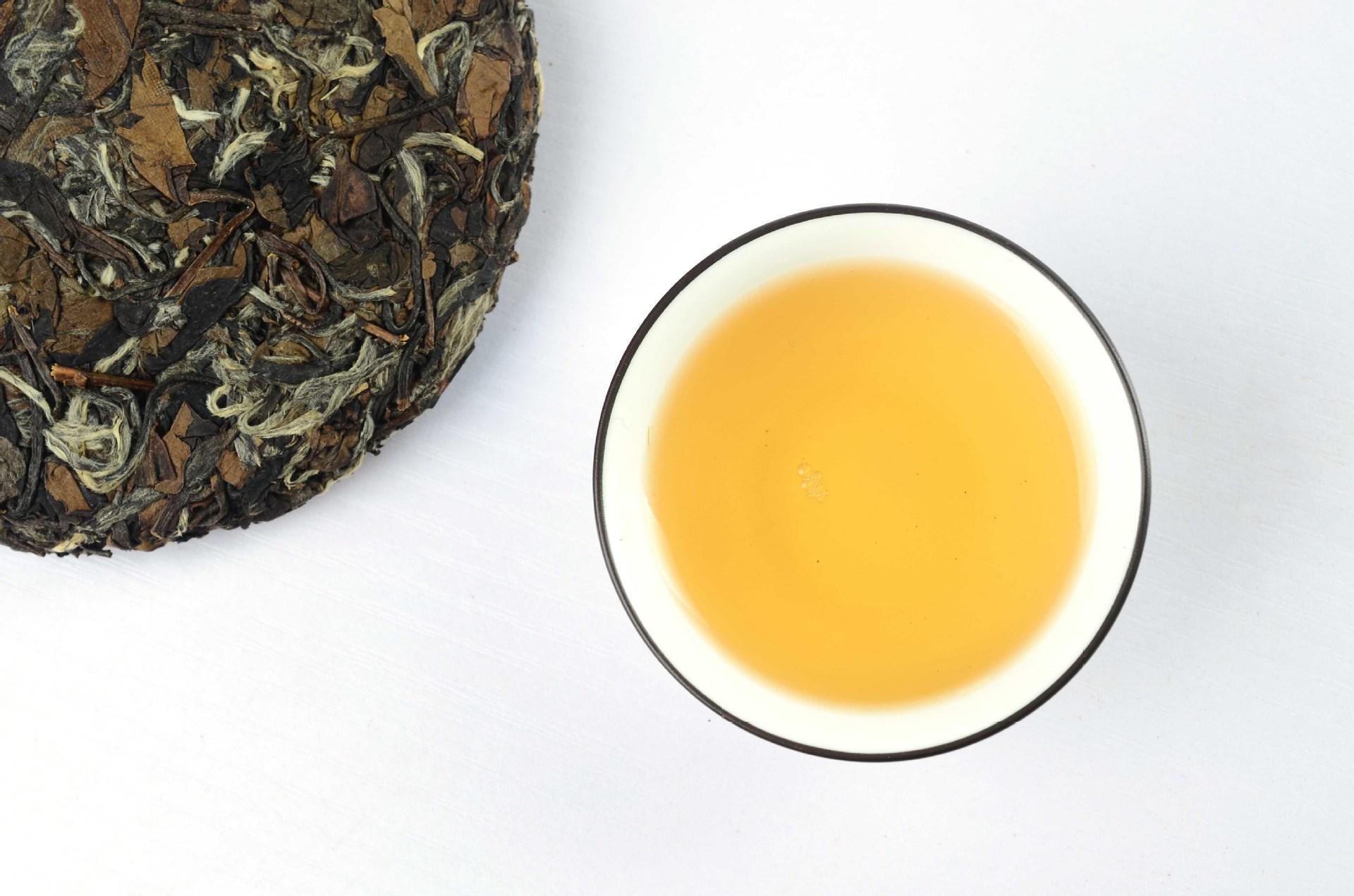 福鼎白茶饼茶和散茶区别,    好茶不压饼?