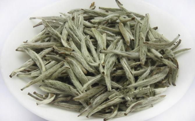 荒野白茶的难能可贵处,在于它的野劲!