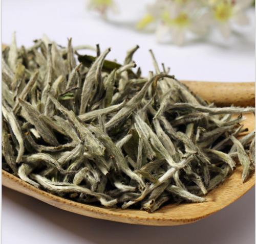 买老白茶最该注重的是什么,年份吗?