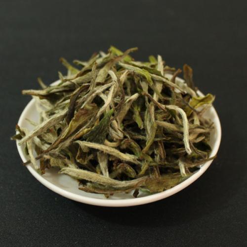 """老白茶滋味发酸怎么办?听说用紫砂壶泡茶能""""吸味"""",对这有用吗"""