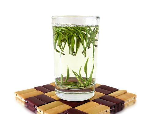 快出水冲泡新白茶,不会有水味吗?